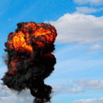 Взрыв — красно-черное облако взрыва на синем фоне неба. иллюстрация к «звук взрыва»