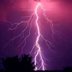 Молния поделила небо пополам — звук грома и молнии