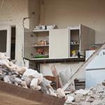 Разрушения на кухне — иллюстрация к записи «Звук землетрясения в доме»