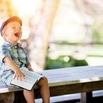 Ребенок заливисто смеется — иллюстрация к публикации «Звук смеха ребенка»